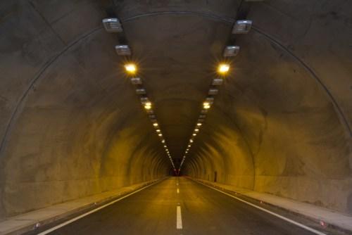 出口、集客、トンネル