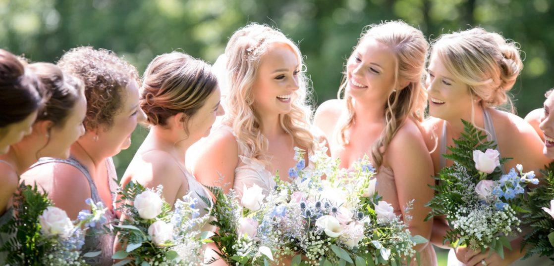婚活女性、結婚式、花束