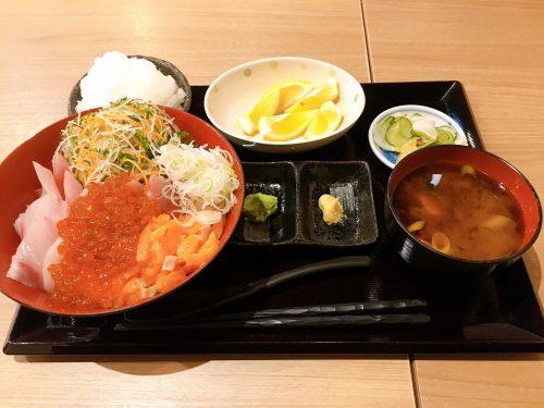イクラサーモンブリ丼定食